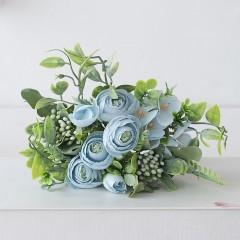 Букет ранункулюс с зеленью - голубой