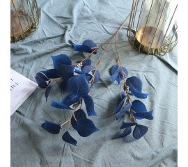 Ветка сирени синяя