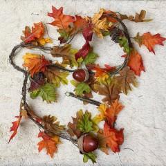 Лиана листья дуба с желудями