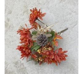 Букетик хризантемы, ягодки, шишки