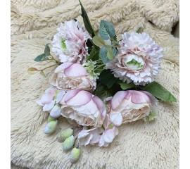Букет роз с омелой- нежно-розовый
