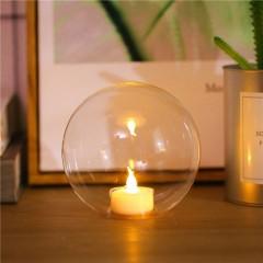 Стеклянный подсвечник со свечей