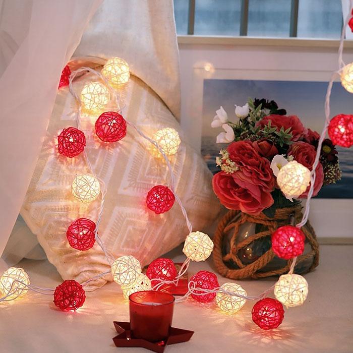 """Гирлянда ротанговые шары """"Красные + белые"""", 20 ламп, 3 м. на батарейках"""